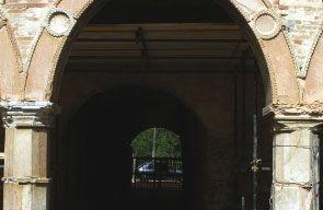 Arco a sesto acuto del cortile interno